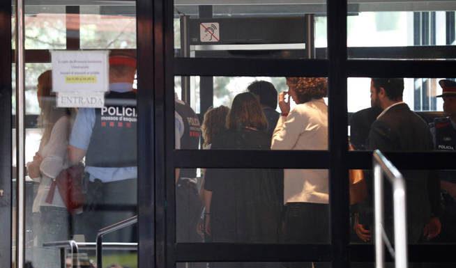 Shakira дала показания в суде, прикрывшись своим двойником